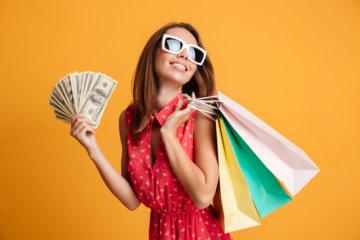 お金 買い物 女性