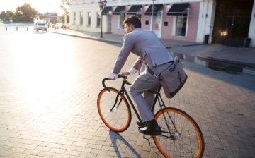 自転車で通勤中