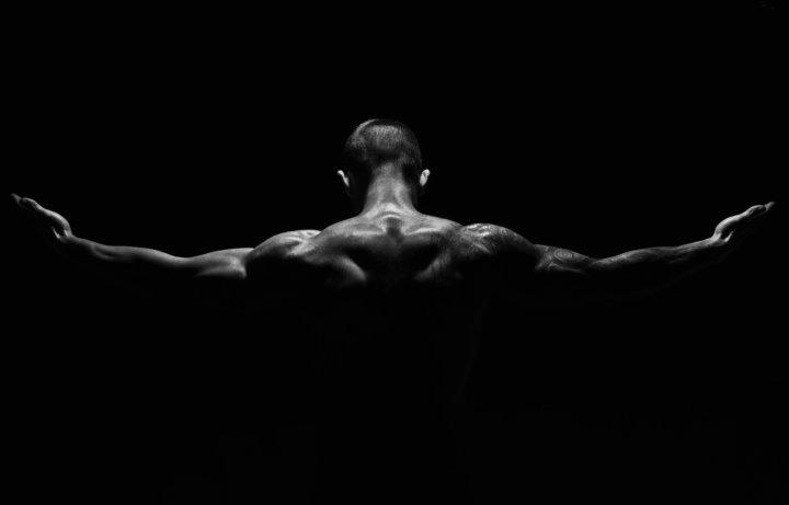 ラットプルダウンでの肩甲骨の動きや広背筋への効かせ方(高円寺 ジム解説)の画像