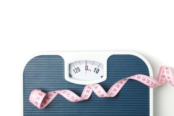「体重計の不思議」朝より夜の方が痩せてるってほんと?パーソナルトレーナーが解説する正しい体重の測り方の画像