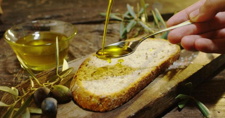 オリーブオイルの掛かったパン
