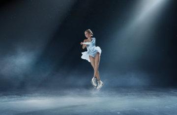 フィギュアスケートで回っている女の子