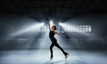 フィギュアスケートをしている女の子